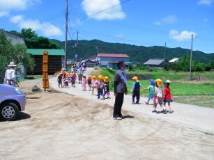 20110713保育園児見送り.jpg