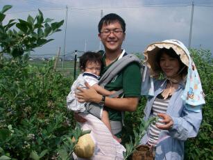 20100710c赤ちゃんを抱っこ.jpg